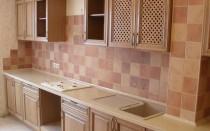 Как на кухне выложить плитку?
