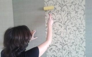 Как правильно оклеить комнату обоями